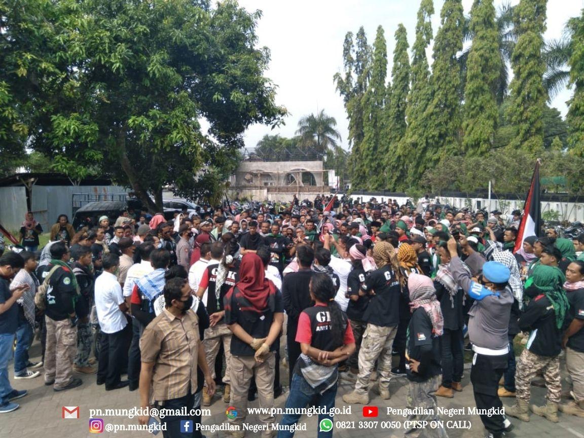 Ketua Pengadilan Negeri Mungkid menerima kedatangan masa dari Gerakan Pemuda Ka'bah (GPK)